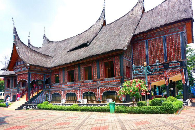 Berlibur di Taman Mini Indonesia Indah (TMII)